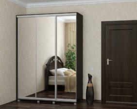 Трехдверный шкаф купе с зеркалом