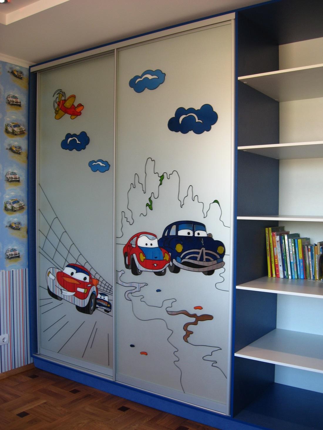 Шкаф в детскую комнату - 75 фото идей красивого расположения.
