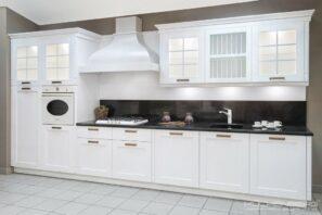 Белая прямая кухня стиля Прованс